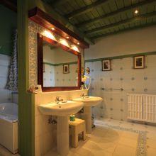 Luxury winery resort Castelbuono_bath grand suite