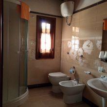 Agriturismo Cefalù Madonie_Room Ortensia bath