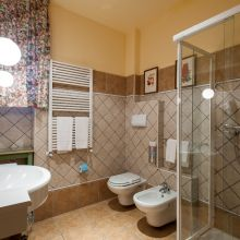 Luxury winery resort Castelbuono_classic room bath