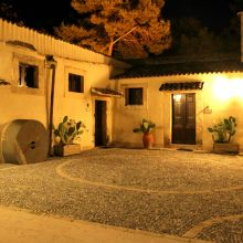 Agriturismo sea Noto_courtyard by night