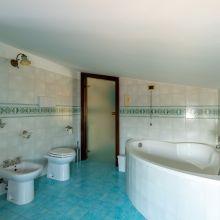 Sea apartments Tindari_attic bathroom
