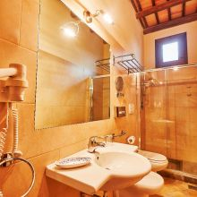 Winery resort Marsala_standard room bath