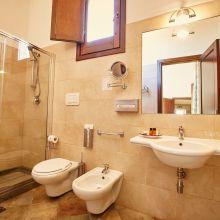 Winery resort Marsala_suite room bath