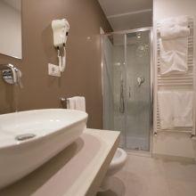 Rooms and apartments Taormina Castelmola_superior roombath
